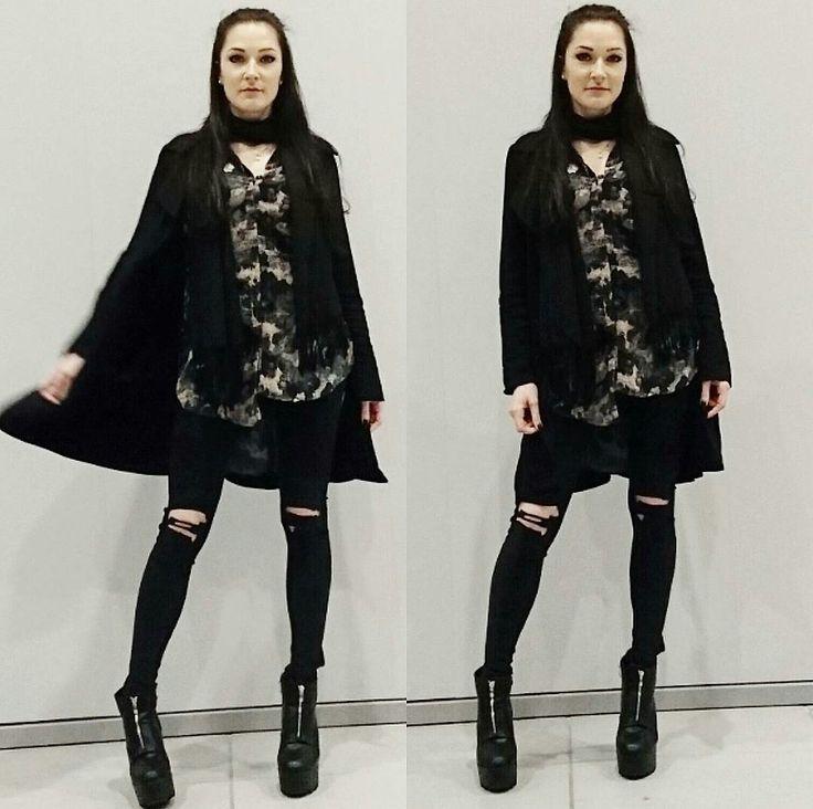 Viktoria B. - paint in black