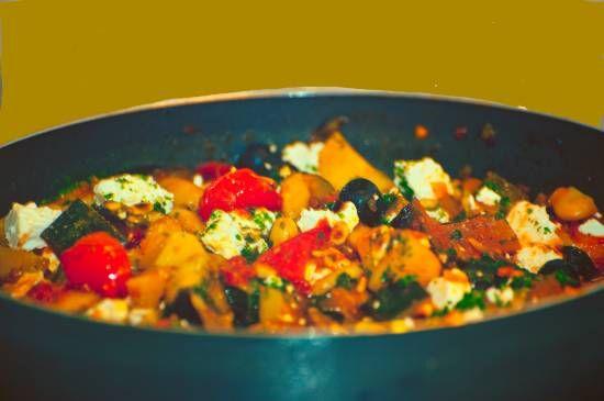 Stoofpot van aubergine,aardappel en paprika.