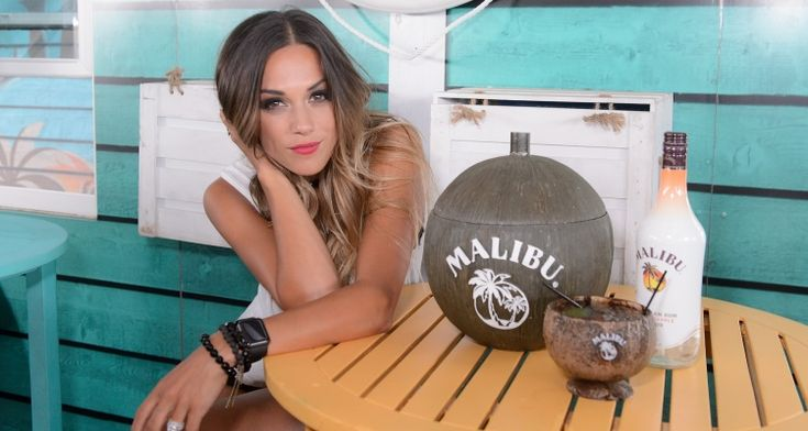 Jana Kramer Wiki: Daughter, Husband, Life Story, Songs, DWTS & 4 Facts to Know