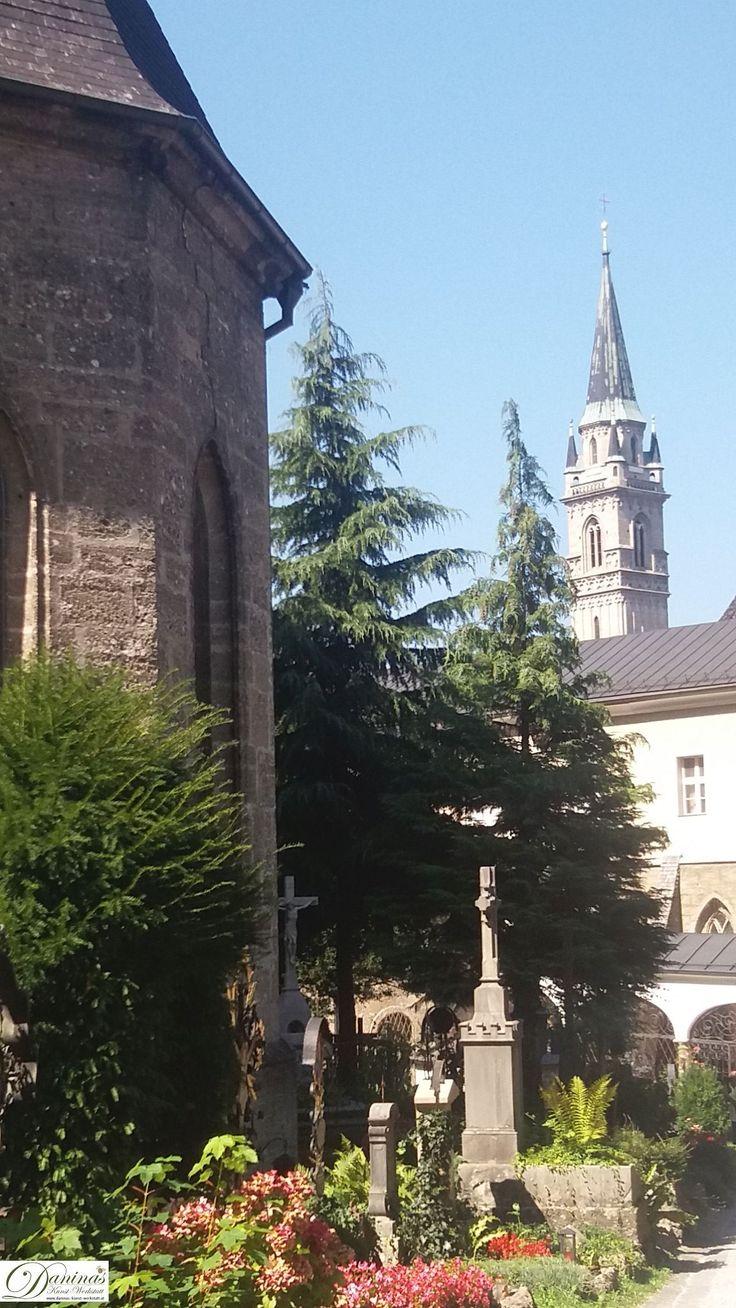 Salzburg - Der Friedhof St. Peter ist älter als die Erzabtei selbst. Er wurde bereits in nachrömisch-antiker Zeit als Begräbnisstätte benützt.