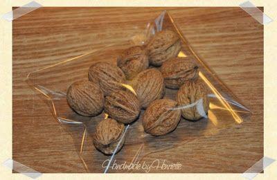 Money gift inside walnuts Pengegave i valnødder
