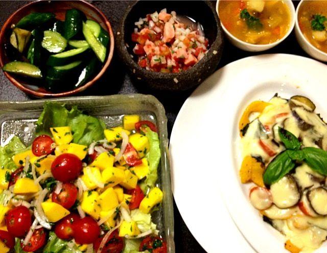 コリンキーのサラダ コリンキーのチーズ焼き ロミロミサーモン 野菜スープ - 29件のもぐもぐ - 夕ご飯 by ishibashi