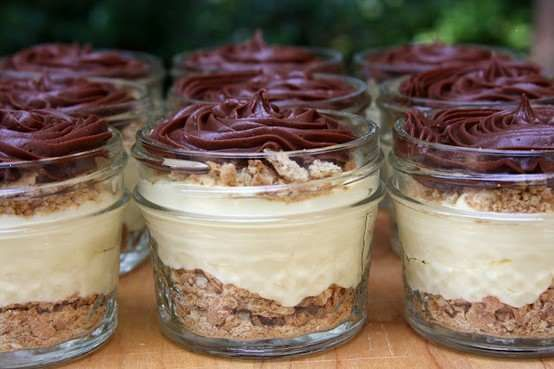 22 Desserts In Jars For Summer Picnics