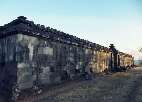 Tembok yang kokoh sebagai bukti kuatnya kerajaan Ratu Boko