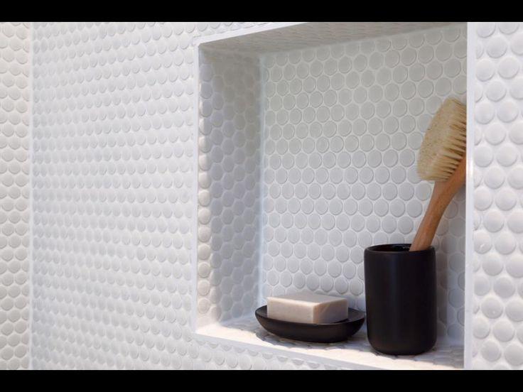 Circular feature tiling - Bathroom