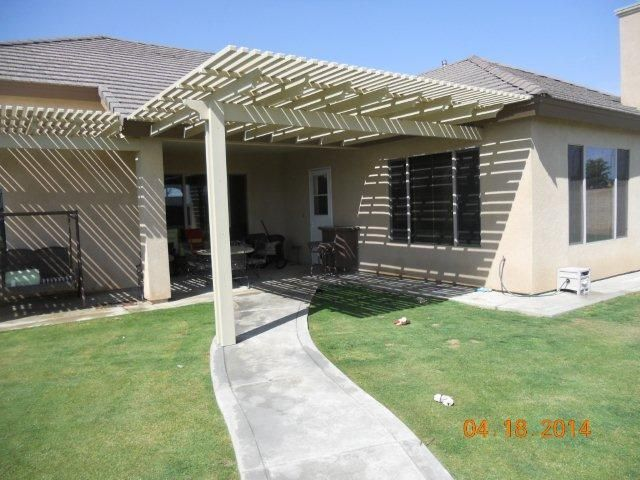 Grab some shade before the heat rolls in this summer! Call your local Americal Awning Shoppe at (661) 328-1292 for a FREE estimate!