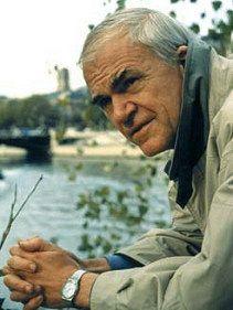 """""""Il mondo è pieno di sofferenze ma è altrettanto pieno di persone che le hanno superate.""""   (Milan Kundera)"""