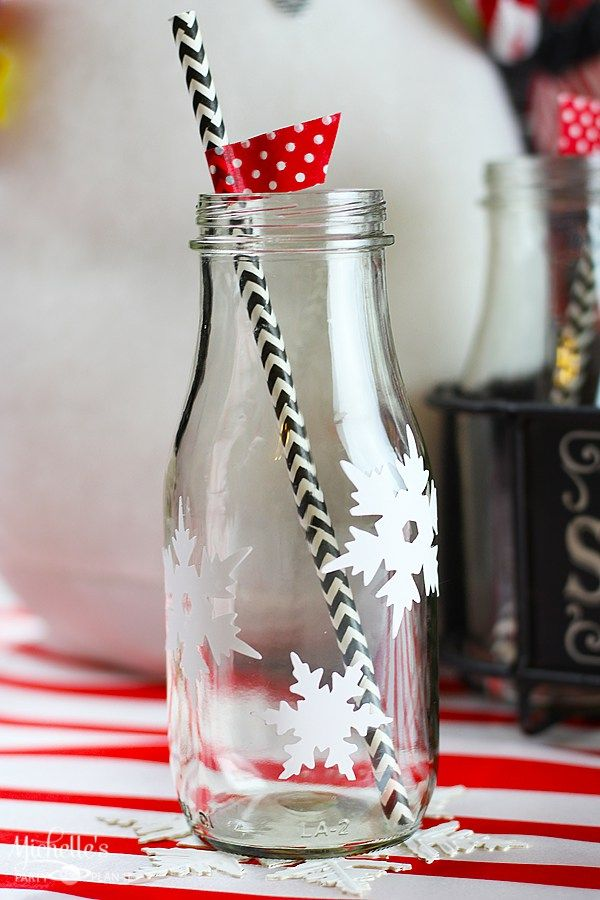 15 Minute Snowflake Glasses and Coasters | Craft Lightning Holiday Edition - Michelle's Party Plan-It http://michellespartyplanit.com/2015/11/15-minute-snowflake-glasses-and-coasters-craft-lightning-holiday-craft/