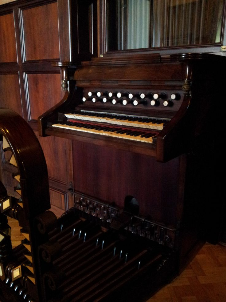 Guell married a daughter of the second Marquis of Comillas, Luisa Isabel Lopez y Bru, in 1871 and the couple had ten children. One of Güell's daughters, ca:Isabel Güell i López, became a noted female composer. Here is her organ at Guell Palace.