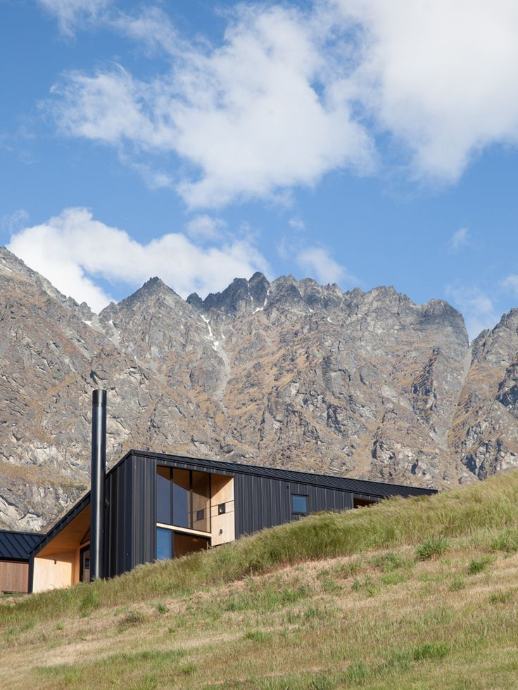 The home is sited at the edge of a hill, allowing panoramic views. Herbst Architects