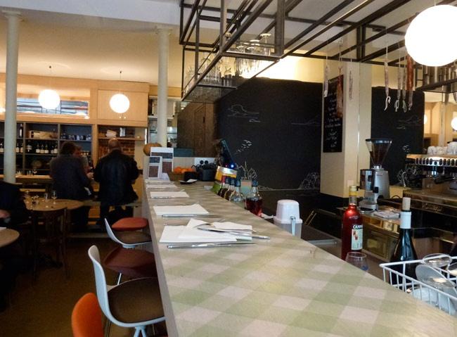 Un bistrot à ne pas louper si vous êtes à côté de Plaisance dans le 14ème... Une carte gourmande, sans prétention, qui va à l'essentiel, dans un cadre convivial ! Restaurant L'Essentiel, 168, rue d'Alesia  Paris (75014).