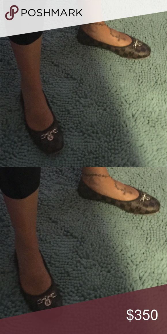Louis Vuitton flats So pretty & so comfortable, so classy Louis Vuitton Shoes Flats & Loafers