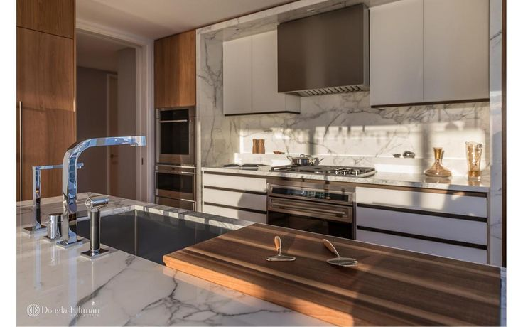 1 West End Avenue #26A is a sale unit in Lincoln Square, Manhattan priced at $5,770,000.