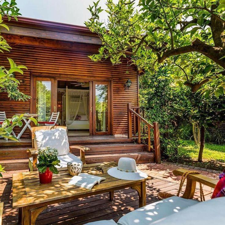 İnsan burada uyanmak ister resmen!☺️ Gunaydin☘️ Çıralı Villa Lukka'nın ufak detaylarında göz dolduran yeşil tonlarıyla tatilin her anında özgürlüğe kanat açın… ・・・ Spread your wings to freedom through the green tones in Villa Lukka Hotel in every moment of your holiday… @villalukka -  Villa Lukka  Cirali, Antalya Turkey ☎️ +90-242-8257376  www.kucukoteller.com.tr/cirali-otelleri.html 13 Bungalov Hayvan / Pets ❤️Konsept: #Balayi - #EkoTatil - #Yoga ➕Dağ Evi  Çocuk ve Bebek Kabul