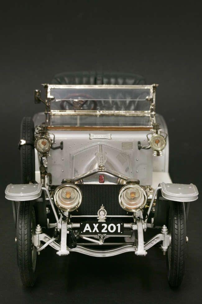 A Franklin Mint Connoisseurs Series, premier edition, ½ scale model, 1906 Rolls Royce Silver Ghost. £300 - £500 04/07/17