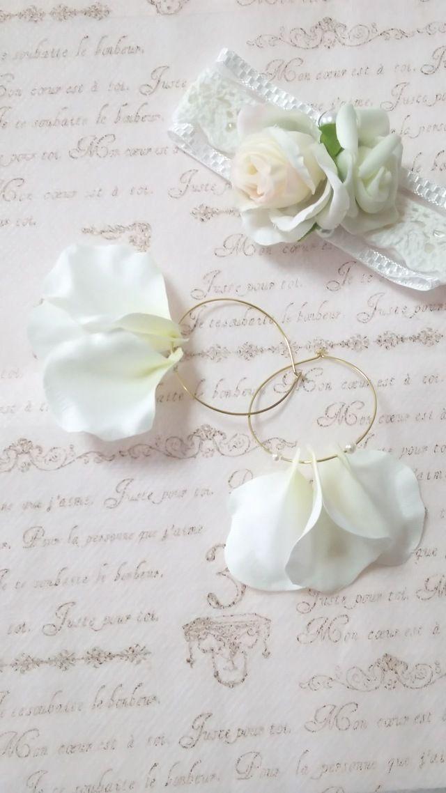 クリームイエローの花びら フープピアス