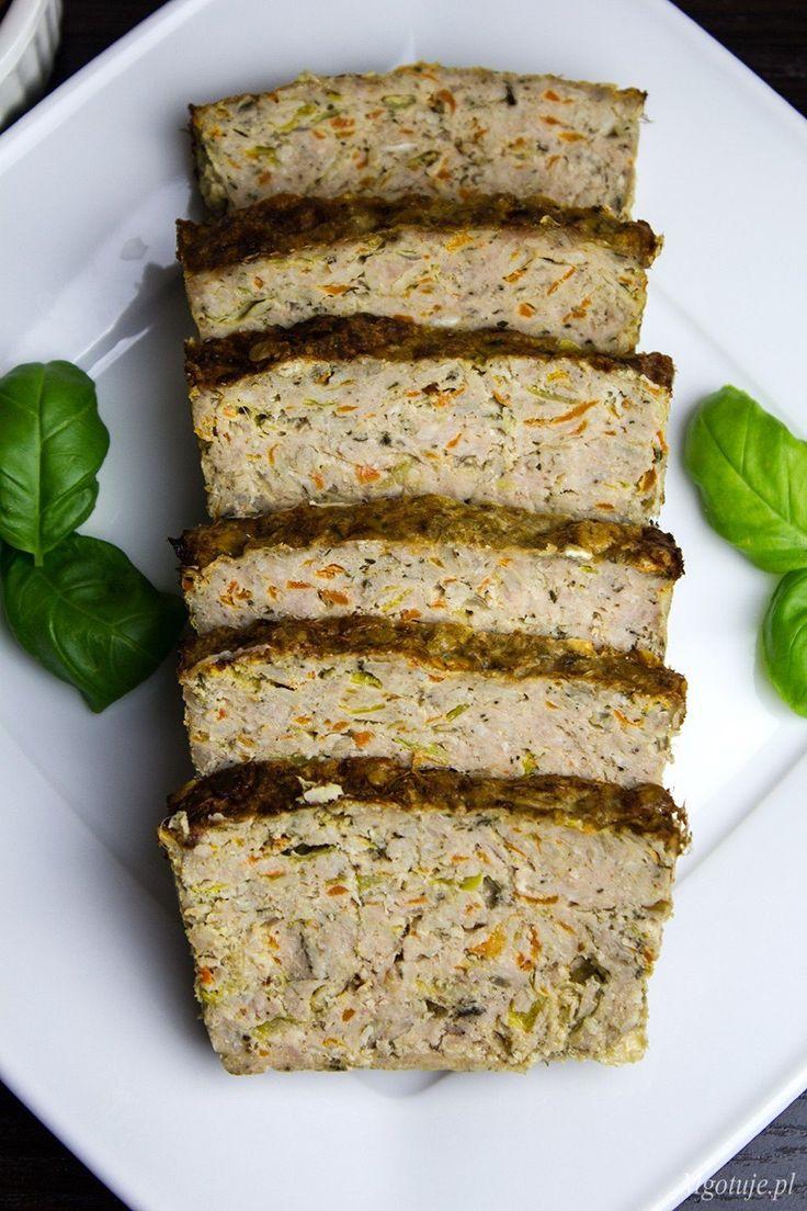 Pieczeń rzymska z warzywami zwana również klopsem to znane i lubiane danie. Przepis jest prosty idealny dla osób zabieganych i szybkich pomysłów na obiad.