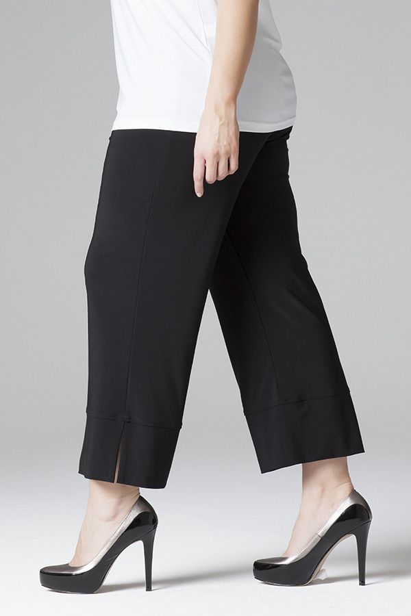 1006X Short Pant with Cuff - Essential jersey pant with cuff detail. 3/4 length with elastic waist band.
