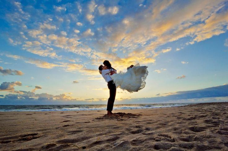 A Week of Photography Favorites: The Best of the Beach Wedding Photos | The SnapKnot Blog