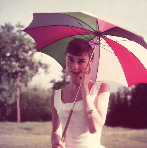 <3 Audrey...reminding me that simple never goes out of style :)Happy Birthday, Inspiration, Umbrellas, Vintage, Classic Beautiful, Audrey Hepburn, Style Icons, Audreyhepburn, People