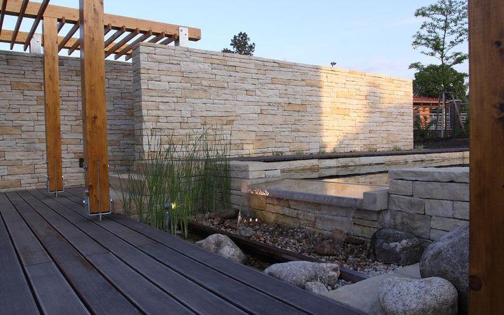 kamenné zdi, schodiště a vodní prvek z pískovce / stone walls, staircase and water feature sandstone