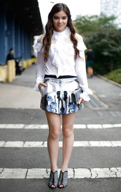 American Actress Hailee Steinfeld Stands Tall At 5 Ft 8