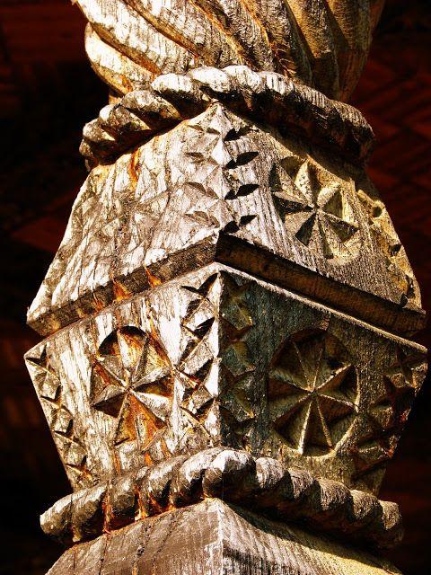 Poarta maramureseana. Romania.  http://romaniamegalitica.blogspot.co.uk/2010/11/poarta-maramureseana-biblia-locurilor.html