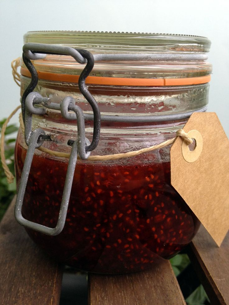 Raspberry with amaretto and vanilla // Jordbærmarmelade med amaretto og vanilje