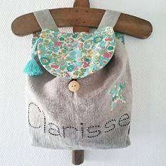 Petit sac à dos enfant en lin et liberty betsy turquoise personnalisable