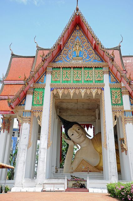 So peaceful, the Reclining Buddha at Wat Hat Yai Nai, Thailand http://islandinfokohsamui.com/