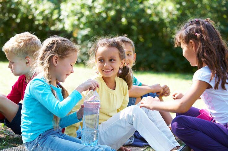 Для многих детей вопрос, как завести друзей, представляет неразрешимую проблему. И если вы когда-то слышали от своего ребенка жалобы: «Никто меня не любит» или «Дети не хотят со мной играть», то знаете, насколько болезненно ребенок переносит чувство одиночества.Мы, родители, не можем завести друзей за ребенка, как делали за него множество ...