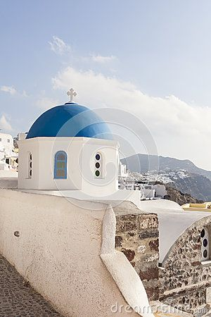 Blue domes in Oia, Santorini Greece #oia #santorini #greekvillage #greece #bluedomes
