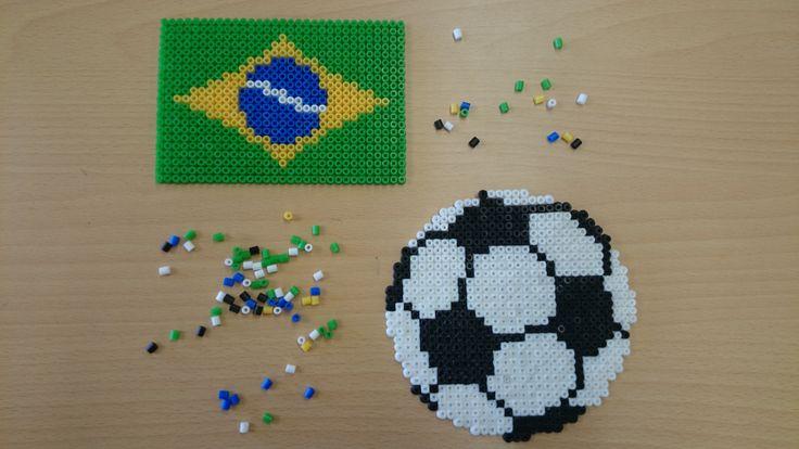 Vlag en voetbal met #strijkkralen van SES! #wk2014 #voetbal