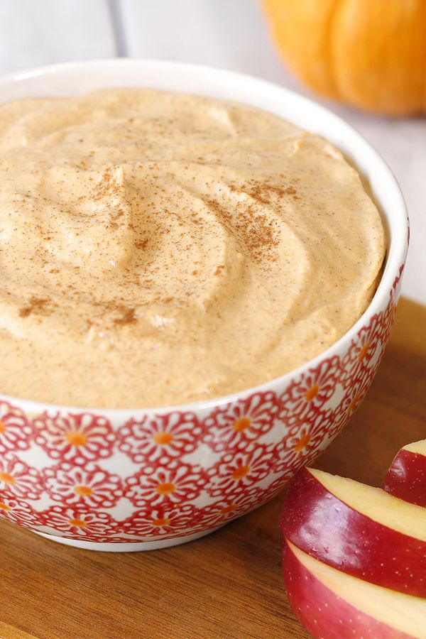 Easy holiday recipe! This is the perfect holiday party dip or dessert! Basically it's amazing in any situation… Whip it up in just 5 minutes! Each serving: 44 calories | 1g fat | 1 Weight Watchers SmartPoint | MUST-PIN!