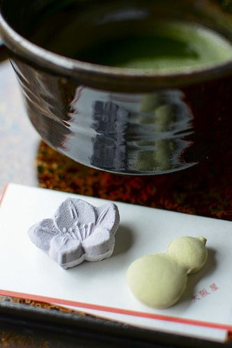Japanese dry confectioneries and Matcha tea