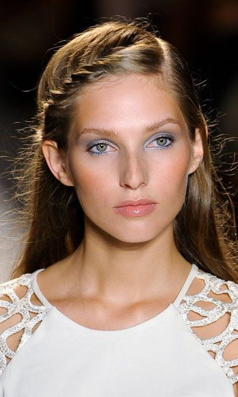 Fine Haired Girls Despair No More! 10 Styles to Make You All Sorts of Bombshell Instantly