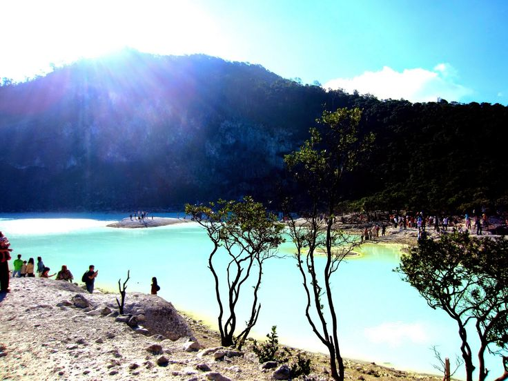 kawah Putih Ciwidey in a mountainous region which has an altitude of more than 2,400 meters above sea level. With the altitude, the air temperature in the Kawah Putih of course cold with a temperature of 8 degrees Celsius to 22 degrees Celsius, therefore, do not forget to bring a jacket or wear thick clothing.