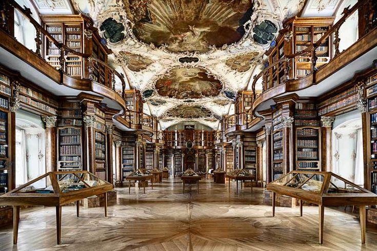 過去、現在、未来の私達をつなぐ扉、図書館。その扉の向こう側には、先人達のの叡智、歴史、文化や技術が詰まっています。今回は、世界中に点在するその図書館から、長い歴史を思わせる重厚な造りのものやモダンで機能美を備えているものなど、世界で最も美しいとされているものをいくつかピックアップしてご紹介したいと思います。