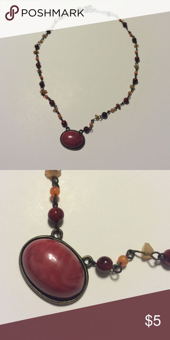 ❤️Necklace Faded red color with orange stones. Lobster claw clasp. Good condition Jewelry Necklaces