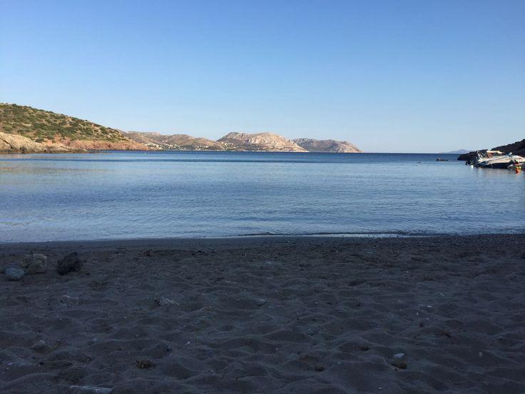 """Le soleil se lèvre tranquillement sur la plage d'Anavyssos - Carnet de voyage """"Road trip de la team 5 in italy and greece"""""""