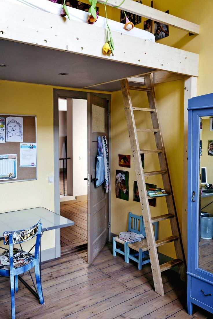 Yellow, blue and timber in a cool boys room with bunk bed   Styling Kim van Rossenberg   Photographer Ernie Enkelaar   vtwonen June 2015