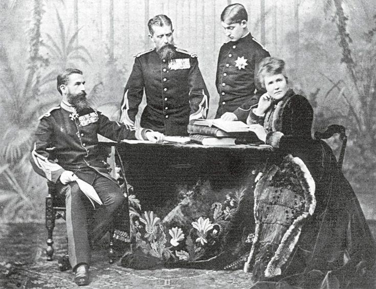 Regele Carol I al României, împreună cu fratele său Leopold (prinţ de Hohenzollern), fiul lui Leopold, Ferdinand (care va deveni moştenitorul tronului României în 1889) şi Regina Elisabeta