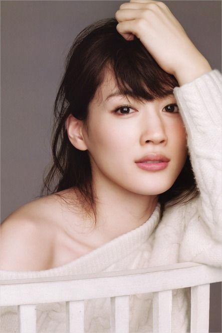 マイナス10歳肌!綾瀬はるかさんの「美肌づくり習慣10」 - Locari(ロカリ)