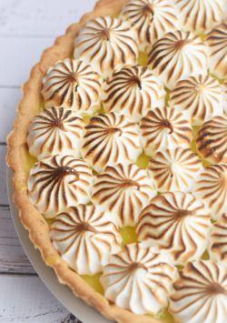 Песочный пирог с лимонным заварным кремом и запечённым безе. #пирог #pie #meringues