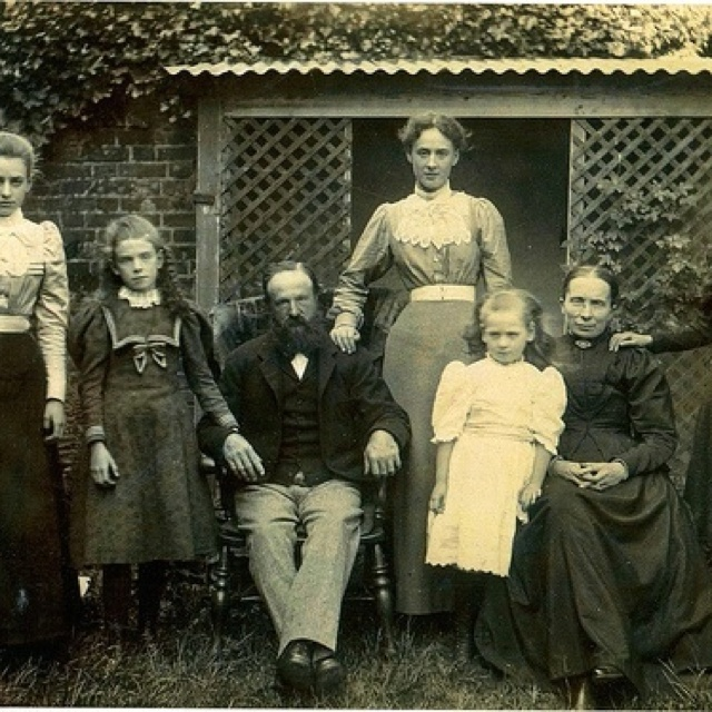 Great Grandmother Collins & family at Wantage, Oxfordshire circa 1901