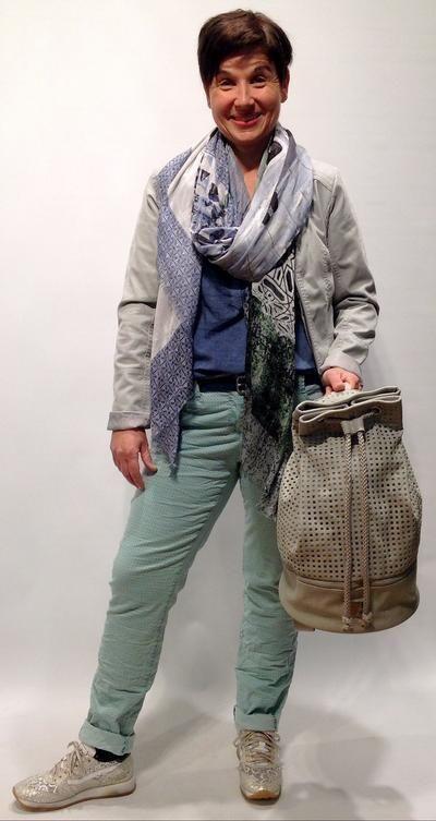 Keine Frage! Die bedruckte Hose ist der Fashion-Star der Saison. Bei den Hosen sind schmale Modelle besonders im Trend.
