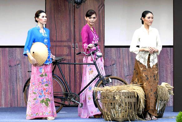 Kebaya-Encim-JFW.jpg 0 for maid witness in Germany