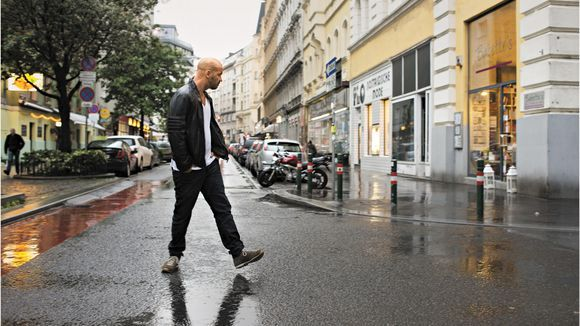 """Städte-Trip Wien: """"Der Zeit zusehen"""" In einem neuen Buch erzählen 40 Künstler, wie Plätze und Straßen ihre Biografien geprägt haben. Ein Auszug (Schriftsteller Thomas Glavinic in der Schleifmühlgasse, dem Klein-SoHo von Wien - ZEIT ONLINE)"""