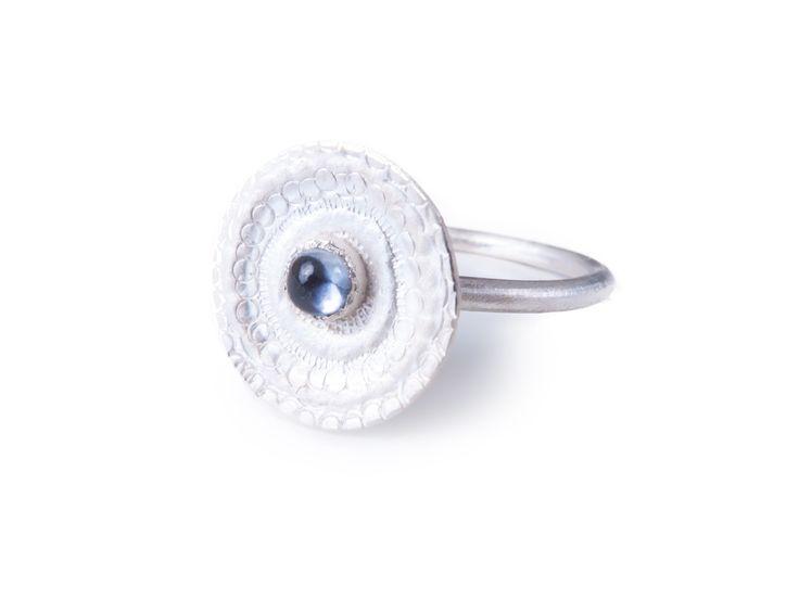 Kathrin Dunst- Ring Silber 925/- mit Saphir © Kathrin Dunst