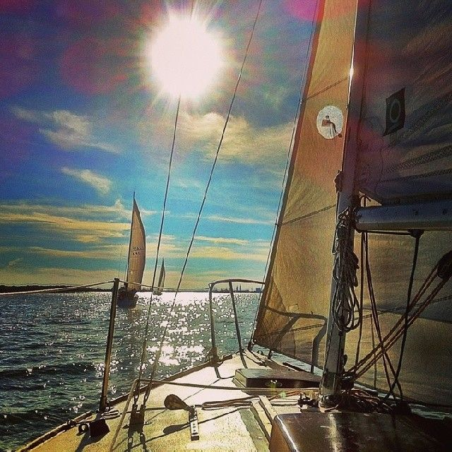 Hey with this #weather does anyone out there feels like #Sailing ? The season is closer! #Toronto #Harbourfront #Sailor #Sail #Boating #Summer #LakeOntario #GreatLakes #Wind #GoodLife #Boat #SailShip